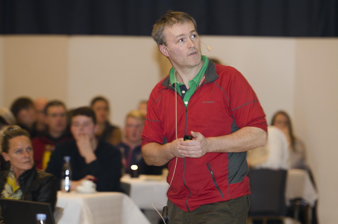 Vi ved alt for lidt, konkluderede forsikringsdyrlæge Niels Nyengaard ved det faglige informationsmøde om kvægsygdommen, som Vestjysk Landboforening afholdte onsdag aften. Fotos: Anita Corpas